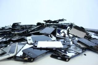 iphone-pile