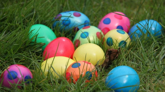Easter-Gods-children-eggs-in-the-lawn.jpg